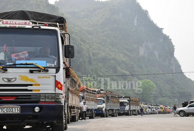 """Lạng Sơn chỉ đạo """"nóng"""" giải phóng hàng nông sản xuất khẩu ùn ứ tại cửa khẩu"""