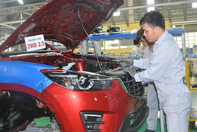 Ngành ôtô trong nước: Làm gì để giảm giá bán?