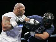 """Mike Tyson 3 lần đấm gục võ sĩ 110kg: Vỡ nợ phải """"mãi võ"""" kiếm tiền"""