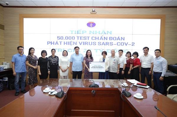 Công ty Cổ phần Sao Thái Dương ủng hộ Bộ y tế 50.000 test thử xét nghiệm virus SARS-COV-2