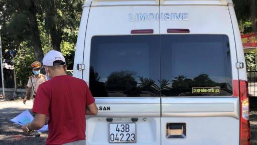 Xe trá hình lại lộng hành vượt chốt y tế, chở khách Đà Nẵng ra Huế