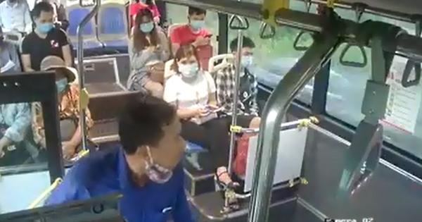 Phạt hành khách nhổ nước bọt vào nhân viên xe buýt 300.000 đồng