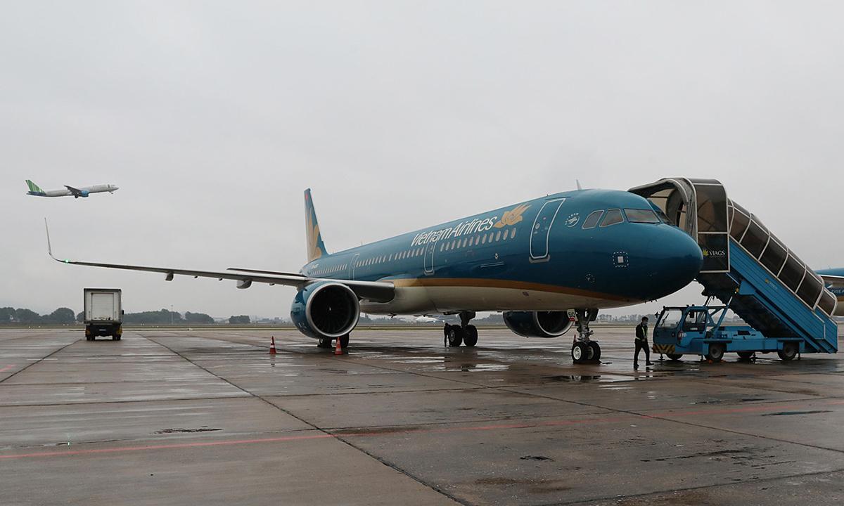 Nhân viên sân bay bị sét đánh tử vong