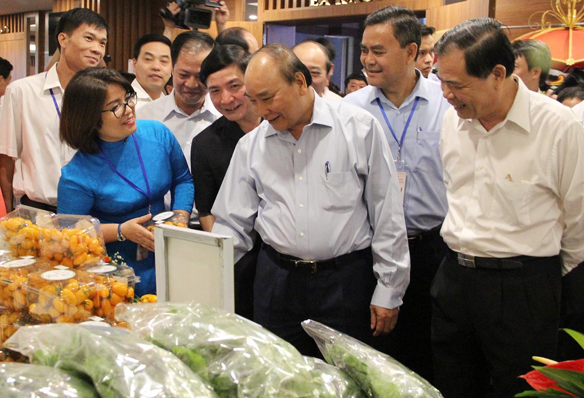 Thủ tướng đối thoại với hơn 300 nông dân