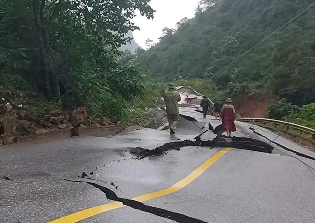 Quốc lộ 1A qua Quảng Bình vẫn ách tắc