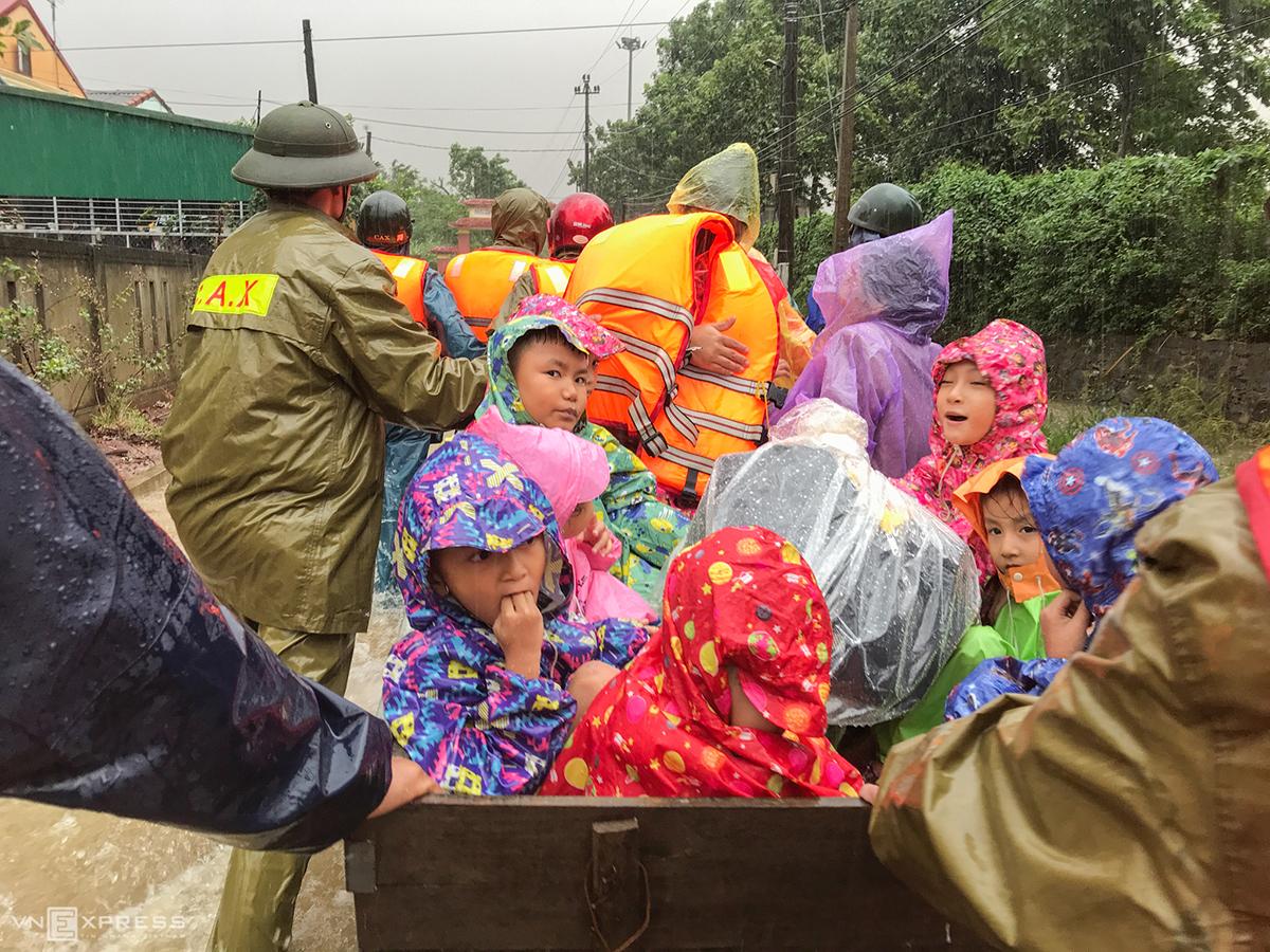 111 người chết, hơn 200.000 người sơ tán vì lũ lụt
