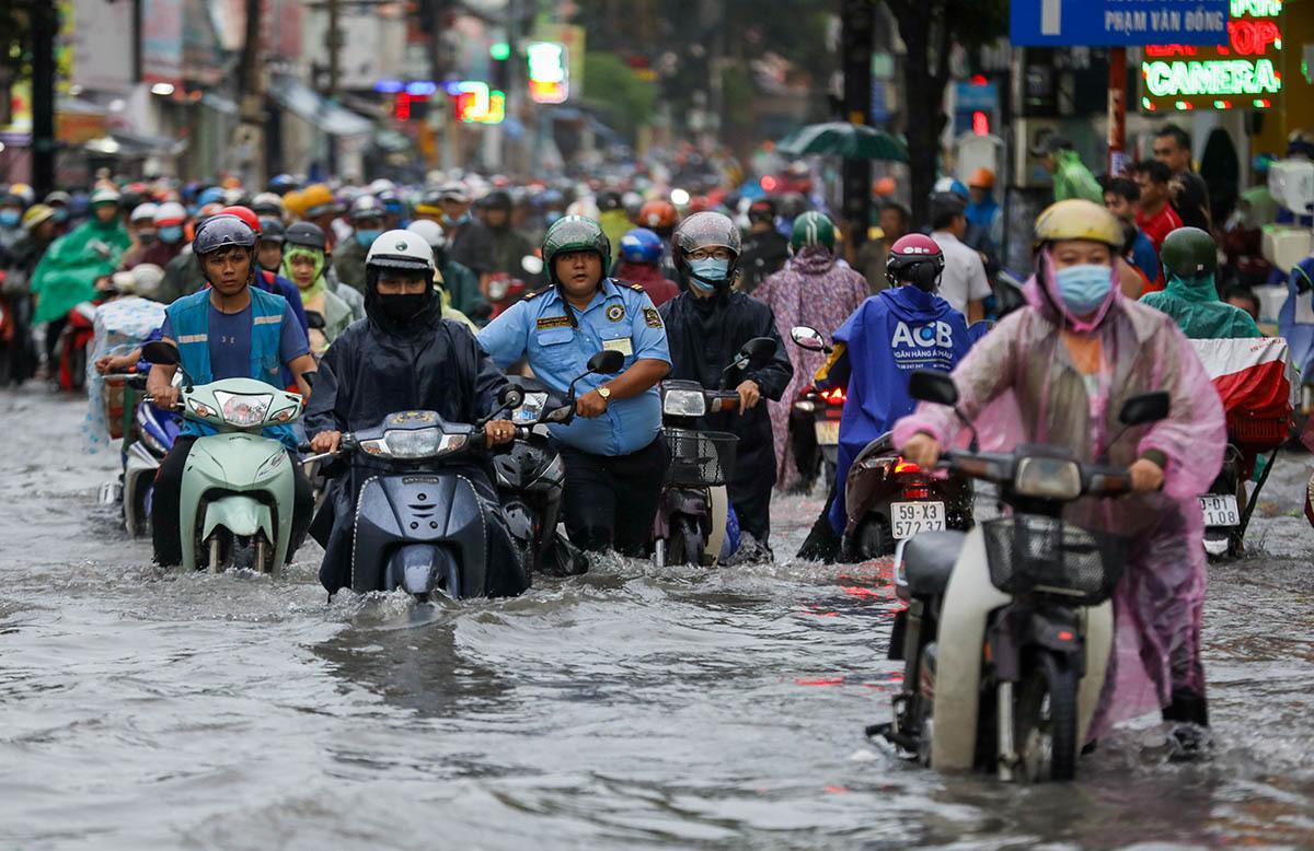 Thêm 18 tuyến đường ở TP HCM bị ngập