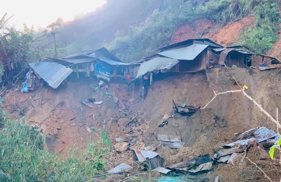 Lở núi vùi lấp 11 người Phước Sơn: Đã tìm thấy 5 thi thể