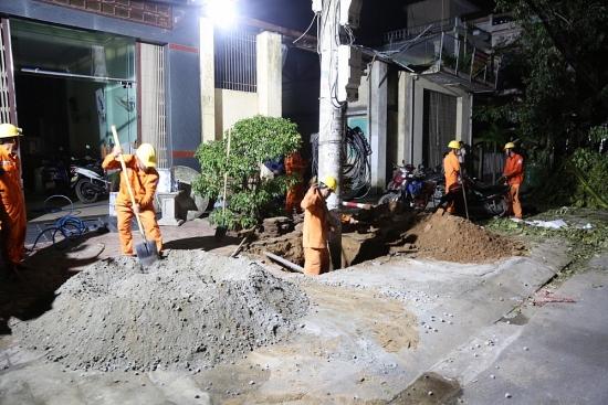 EVNCPC: Hàng ngàn nhân lực tham gia khắc phục lưới điện bị ảnh hưởng bão số 9
