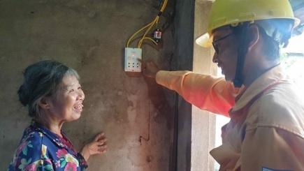 """Nỗ lực đưa điện lưới quốc gia về """"vùng lõm điện"""" cuối cùng của tỉnh Phú Yên"""