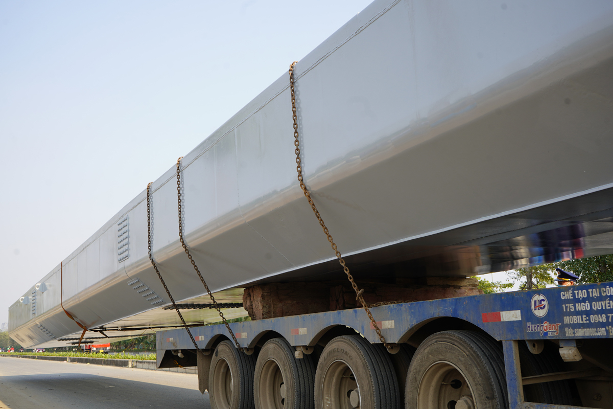Bị phạt 58 triệu đồng vì chở dầm thép 'siêu khủng' quá tải
