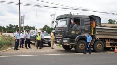 Tăng cường xử lý, xe chở quá tải giảm hẳn trên đường Hồ Chí Minh