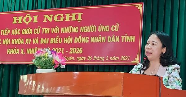 Phó chủ tịch nước Võ Thị Ánh Xuân tiếp xúc cử tri tại TP Long Xuyên