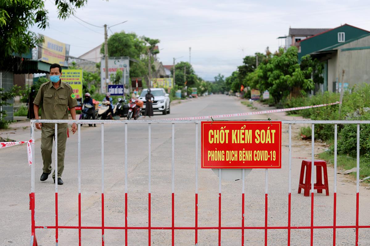 Hà Tĩnh, Nghệ An cách ly người về từ vùng dịch