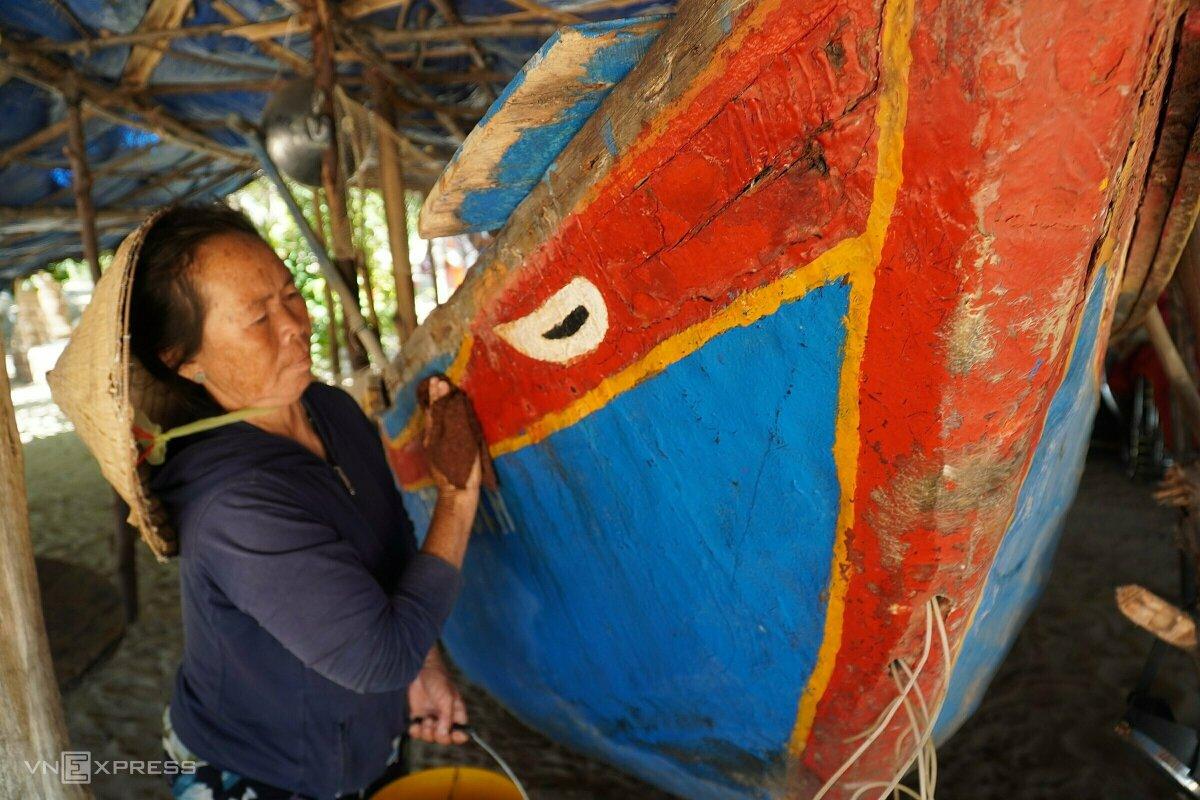 Lưu giữ con thuyền đắm trong bão làm kỷ vật