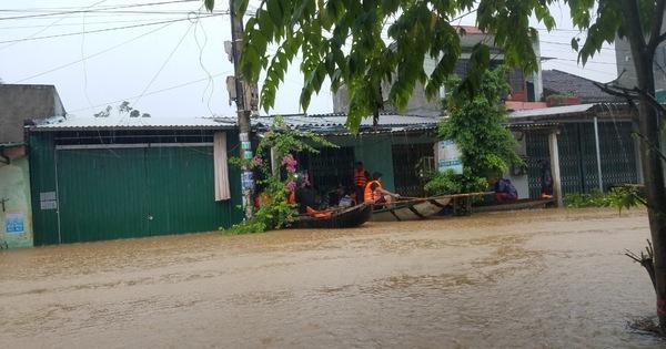 Một người bị nước lũ cuốn trôi, ngập bủa vây cả tỉnh Quảng Ngãi