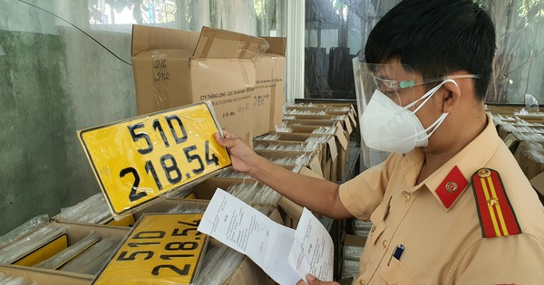 Từ 1-1-2022, xe kinh doanh không đổi biển số vàng bị phạt tới 8 triệu đồng