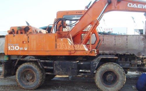 Máy xúc đào bánh lốp DAEWOO SL130W 1993