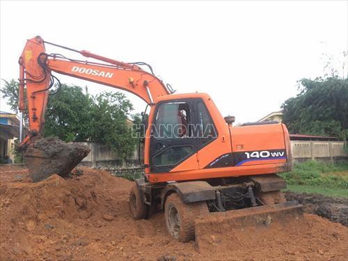 Máy xúc đào bánh lốp DOOSAN DX140W