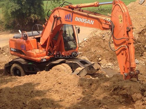 Máy xúc đào bánh lốp DOOSAN PW210