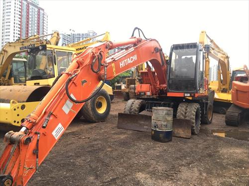 Máy xúc đào bánh lốp 2001 HITACHI EX135W
