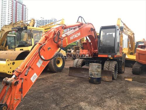 Máy xúc đào bánh lốp 2000 HITACHI EX135W