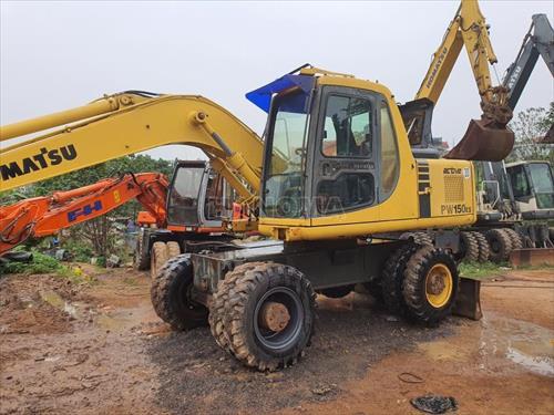 Máy xúc đào bánh lốp 2000 KOMATSU PW150-6