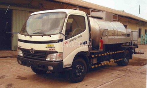 Xe bồn chở hoá chất HINO WU422 - 3T chở nhựa đường nóng lỏng