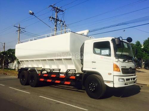Xe chở thực phẩm HINO FL8JTSA chở cám gạo 24000kg thùng 29m3